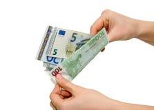 Weibliche Hand mit dem unterschiedlichen Euro lokalisiert Lizenzfreie Stockfotos