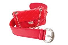 Weibliche Handtasche und Gurt der roten Farbe Lizenzfreie Stockfotografie