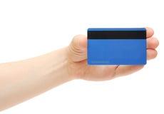 Weibliche Holding der leeren Kreditkarte Hand Lizenzfreie Stockfotografie