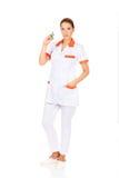 Weibliche Krankenschwester oder Doktor mit einer Spritze in der Hand Stockfoto