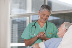Weibliche Krankenschwester und Patient Lizenzfreie Stockbilder