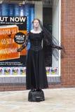 Weibliche lebende Statue in Leeds Stockfoto