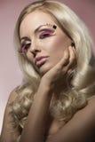 Weibliche Nahaufnahme mit kreativem Make-up Stockfotografie