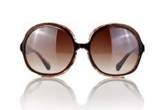 Weibliche Sonnenbrillen auf Weiß Lizenzfreie Stockbilder