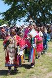 Weibliche Tänzer des nicht identifizierten amerikanischen Ureinwohners während NYC-Kriegsgefangen wow führen vor Lizenzfreies Stockfoto