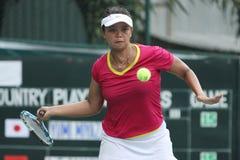 Weibliche Tennisathleten des Indonesiers Ayu Fani Damayanti im actio Lizenzfreie Stockfotografie
