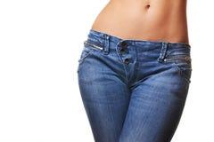 Weibliche tragende Jeans stockfotos