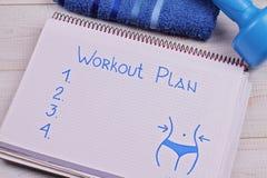 Weibliche Trainingsplandummköpfe Frauengewichtsverlust, Körper, der Konzept tont Eignungsmotivation, Sport, Herausforderungshinte Stockfotografie