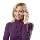 Weibliche Unterhaltung des Geschäfts auf Handy Lizenzfreie Stockfotografie