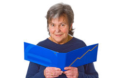 Weiblicher älterer schauender Kontoauszug stockbilder