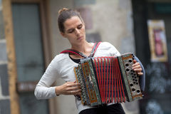 Weiblicher accordeon Spieler. Stockfoto