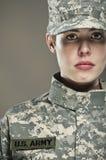 Weiblicher AMERIKANISCHE Armee-Soldat Lizenzfreie Stockbilder