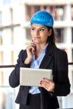 Weiblicher Architekt an einer Baustelle Stockbilder