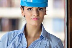 Weiblicher Architekt an einer Baustelle Stockbild