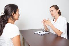 Weiblicher Arzt für Allgemeinmedizin Stockbild