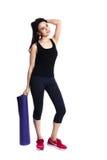 Weiblicher Athlet des attraktiven Sitzes in der Sportkleidung, voller Körper, Stockbild