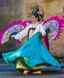 Weiblicher Ausführender des traditionellen koreanischen Tanzes lizenzfreie stockbilder
