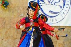 Weiblicher Ausführender des traditionellen koreanischen Tanzes lizenzfreies stockfoto