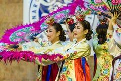 Weiblicher Ausführender des traditionellen koreanischen Tanzes Lizenzfreie Stockfotografie