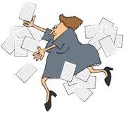 Weiblicher Büroangestellter, der Papiere auslöst und verschüttet stock abbildung