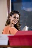 Weiblicher Büroangestellter, indische Ethnie Stockfotos