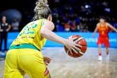 Weiblicher Basketball-Spieler, Samantha Whitcomb, in der Aktion während Basketballweltcups 2018 der Frauen stockfotos