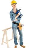 Weiblicher Bauarbeiter With Drill Standing durch Arbeits-Pferd Stockbilder