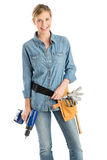 Weiblicher Bauarbeiter-With Drill And-Werkzeug-Gurt Stockfotos