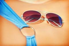 Weiblicher Bauch, Bikini und Schatten Lizenzfreies Stockbild