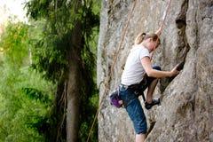 Weiblicher Bergsteiger stockfotos