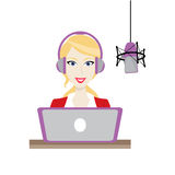 Weiblicher blonder Diskjockeyradiosender Stockbilder