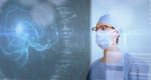 Weiblicher Chirurg, der Daten bezüglich einer futuristischen Schnittstelle studiert stock video