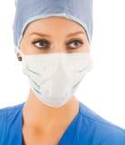 Weiblicher Chirurg mit Schablone Stockfotografie