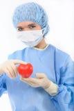 Weiblicher Doktor, der ein Inneres anhält Stockfotos