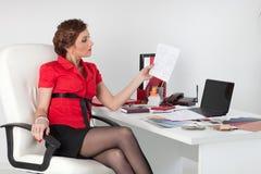 Weiblicher Entwerfer des Innenraums. stockbild