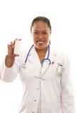 Weiblicher ethnischer Doktor mit pharmazeutischen Produkten stockfotos