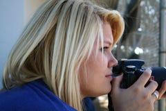Weiblicher Fotograf Lizenzfreie Stockfotos