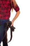 Weiblicher Fotograf, der eine Berufskamera - an lokalisiert hält Lizenzfreies Stockbild