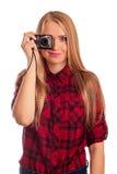 Weiblicher Fotograf des Zaubers, der eine Kompaktkamera - lokalisiert hält Lizenzfreie Stockfotografie