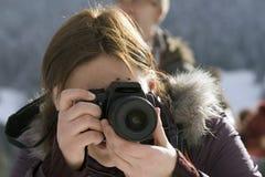 Weiblicher Fotograf mit camer Lizenzfreie Stockfotos