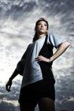 Weiblicher Fußballspieler aufgeworfen Lizenzfreie Stockbilder