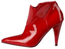 Weiblicher glänzender roter Lackschuh mit hohem Absatz Stockfotografie