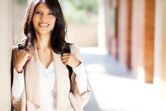 Weiblicher Hochschulstudent stockbild