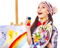 Weiblicher Künstler bei der Arbeit. Lizenzfreie Stockbilder