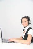 Weiblicher Kundenbetreuungsbediener mit Kopfhörer Stockbild