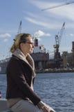 Weiblicher Manager in der Werft Stockfotografie