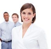 Weiblicher Manager vor ihrem Team Stockfoto
