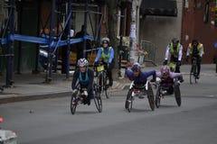 Weiblicher Marathon der Rollstuhl-Konkurrenten-NYC Lizenzfreie Stockbilder