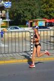 Weiblicher Marathoner Sofia-Boulevard Stockfotografie
