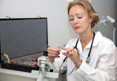Weiblicher medizinischer Fachmann Lizenzfreie Stockfotos